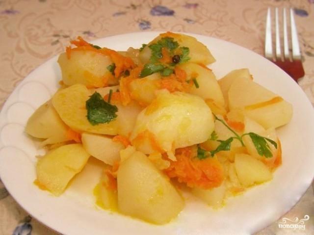 Картофель, тушенный с морковью