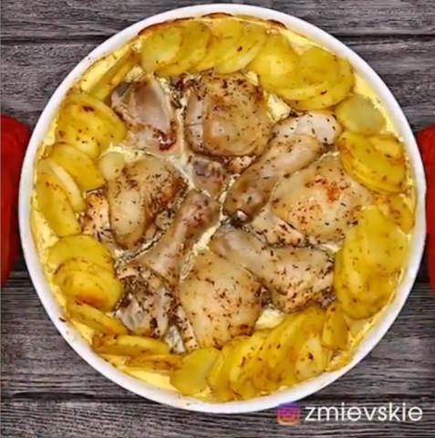 Нежная курочка с картошкой в сливочном соусе