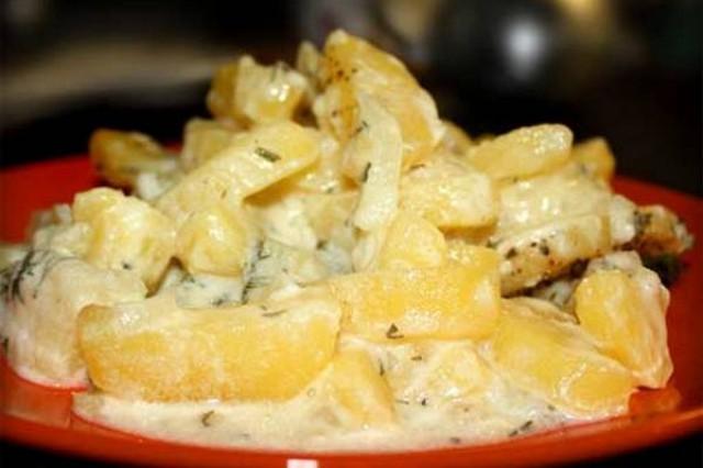 Картофель, тушенный в сметане