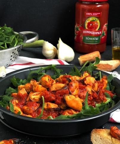 Мидии в пряном томатном соусе