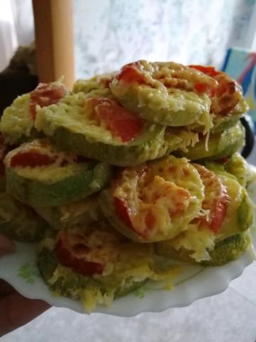 Кабачки с сыром и помидом