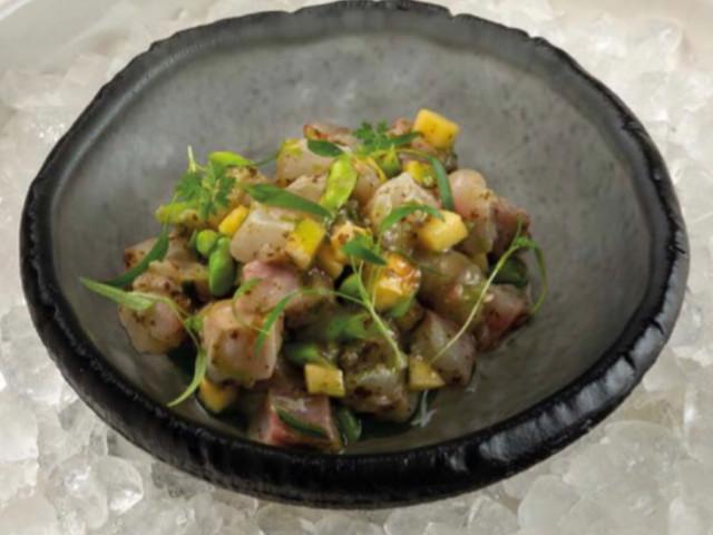 Севиче из дорадо с зелёной спаржей и соусом шисо