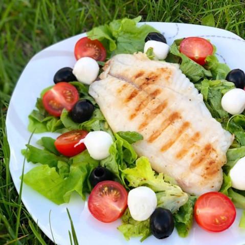 Тёплый салат с рыбой