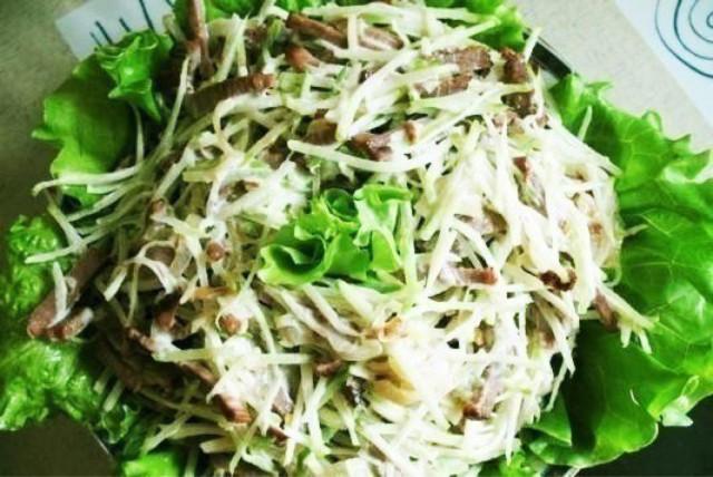 Салат из зелёной редьки с мясом