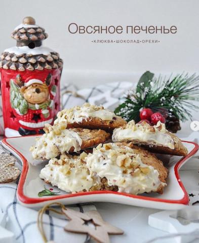Овсяное печенье с клюквой, орешками и белым шоколадом