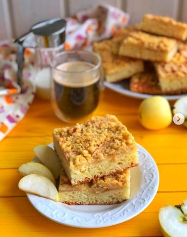 Творожный пирог с яблоками и сладкой крошкой🍏🥧 ⠀