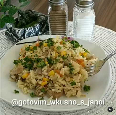 Рис с мясом и кукурузой