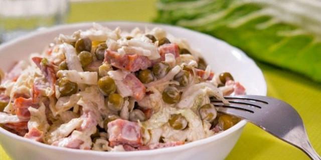 Салат с копчёной колбасой