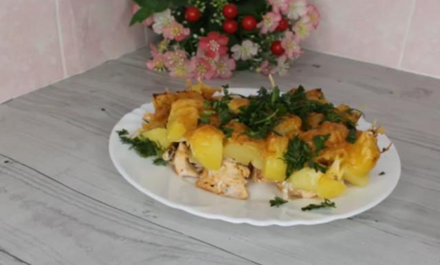 Курица с картошкой под сырной корочкой
