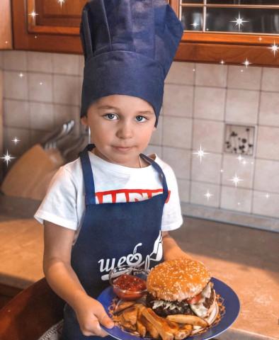 Сочный и мощный бургер