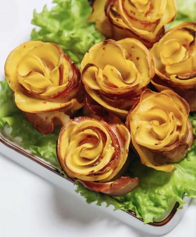 Розочки из бекона с картофелем и сыром