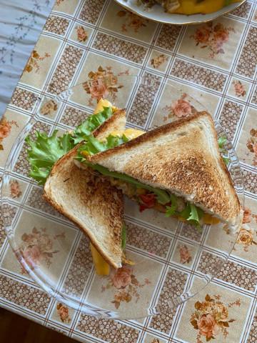 Сандвич с грибами и индейкой