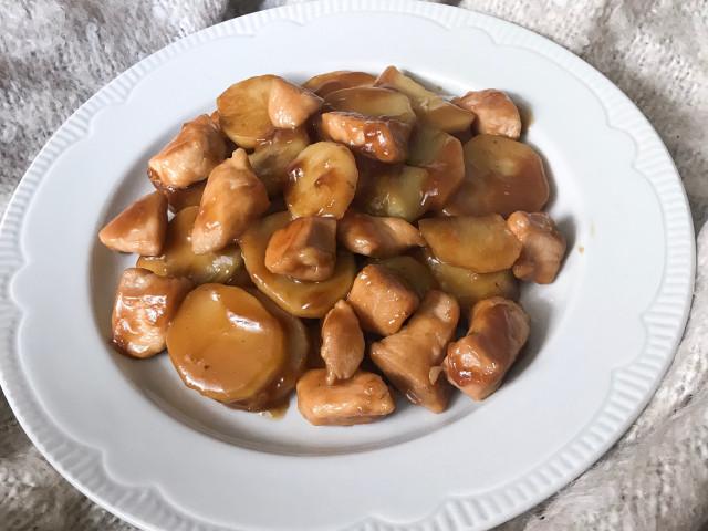 Картофель с филе в медово-соевом соусе