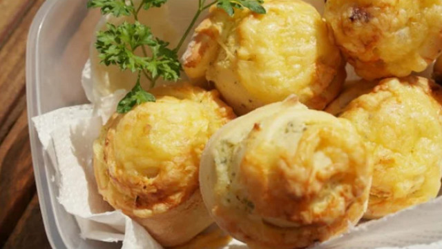 Сырные булочки с чесноком и травами