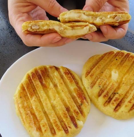 Картофельные бутерброды с фаршем и сыром