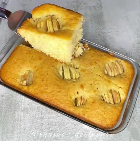 Пирог с яблоком и кокосом