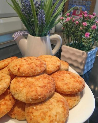 Соленое печенье с сыром и кунжутом