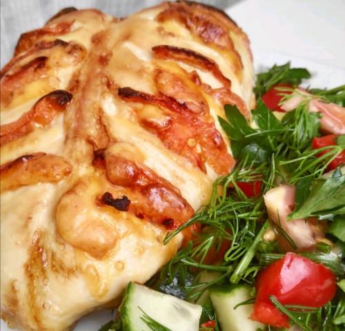 Куриная грудка запечённая с помидорами и сыром