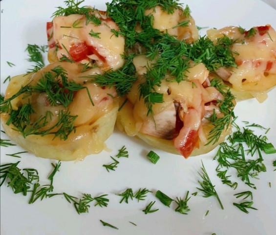 Картошка фаршированная помидорами и шампиньонами