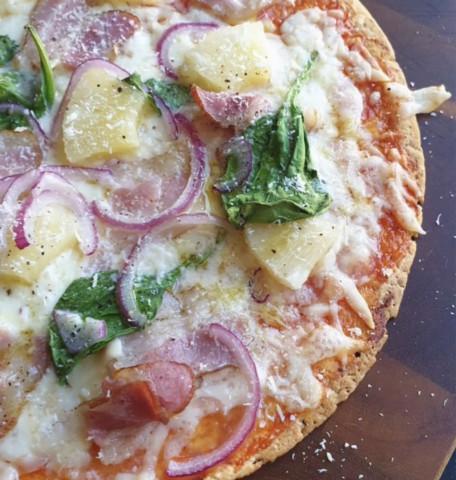 Быстрая пицца с ананасом