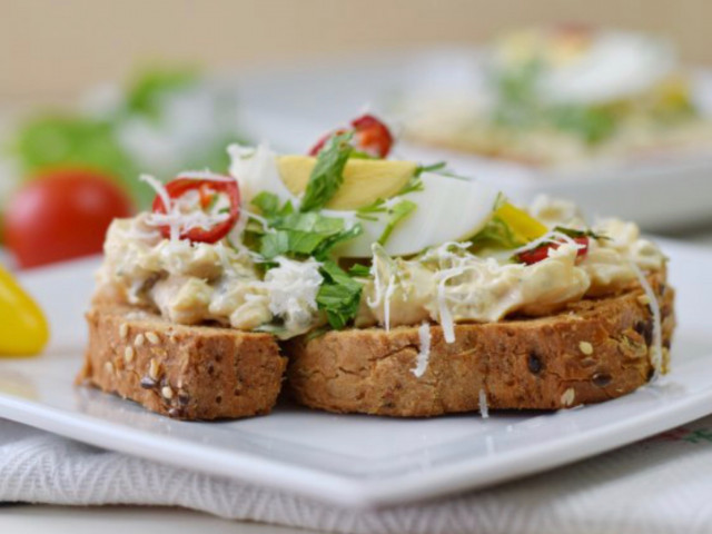 Хрустящий бутерброд с яичным салатом