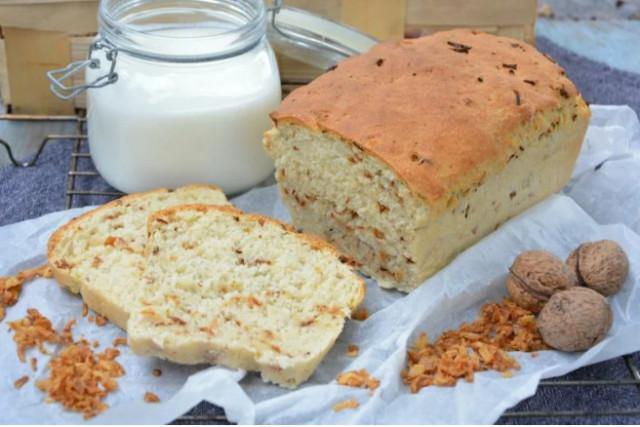 Домашний пшеничный хлеб с хрустящим жареным луком