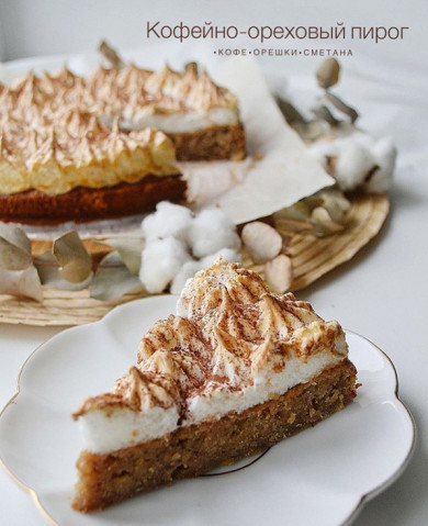 Кофейно-ореховый пирог с меренгой