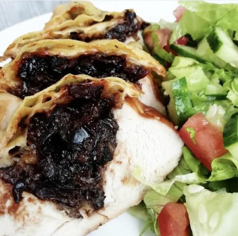 Куриная грудка с черносливом и грецкими орехами