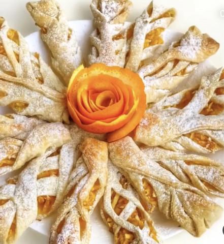Слойки с апельсиново - яблочной начинкой