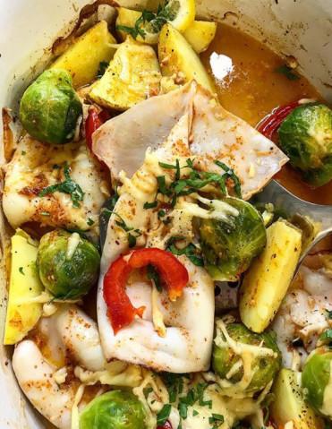 Кальмары запечённые в духовке с овощами