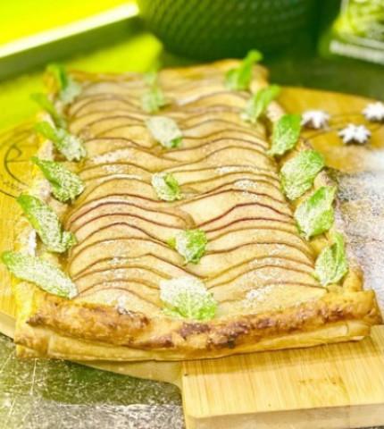 Слоеный пирог с грушей в карамели
