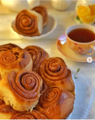 Сахарные булочки с меловой глазурью