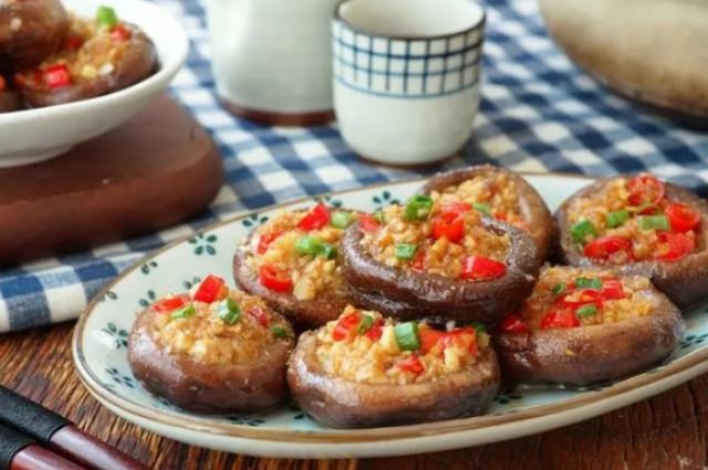 Жареные грибочки с чесночной пастой