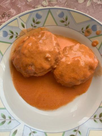 Куриные ежики в томатном-сметанном соусе