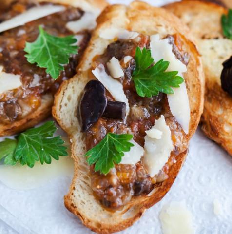 Тосты с грибами и сливочным сыром