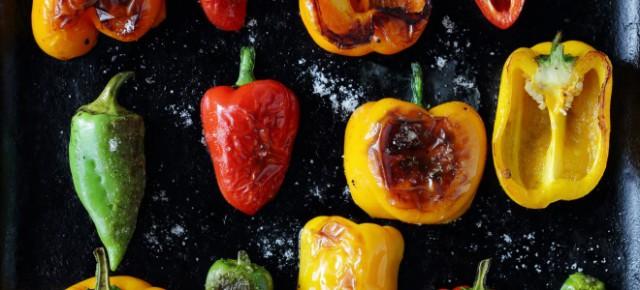 Перец, жаренный в томатном соусе