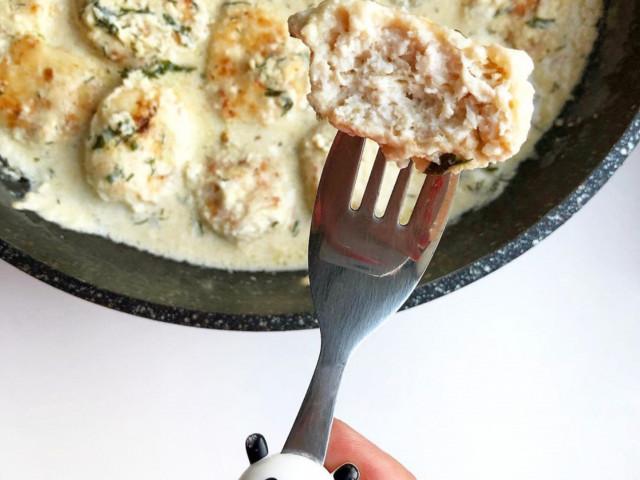 Фрикадельки в сырно-сливочном соусе