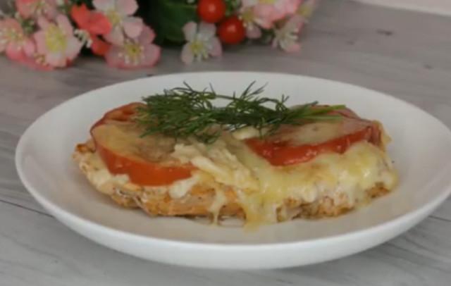 Куриные отбивные с сыром и помидором