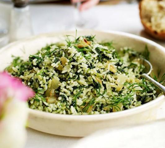 Салат из шпината с рисом и брынзой