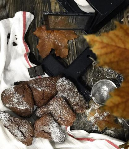 Шоколадные сконы с вяленой клюквой