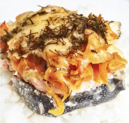 Горбуша запечённая в духовке с овощами под сыром