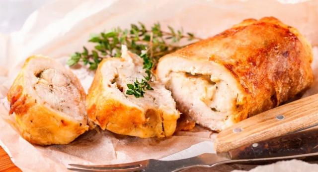 Рецепт сочных рулетиков из курицы