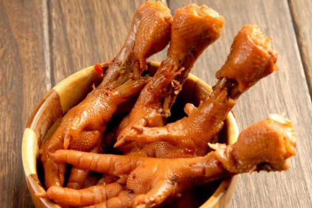 Куриные лапки с солью и перцем