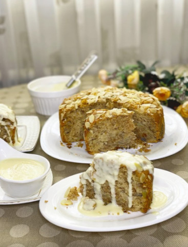 Яблочный пирог с ванильным кремом соусом