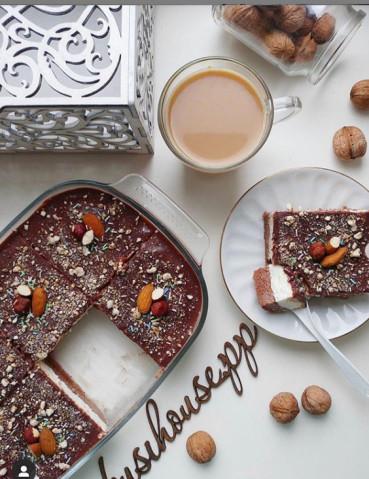 Бисквит с творожным слоем и шоколадным муссом