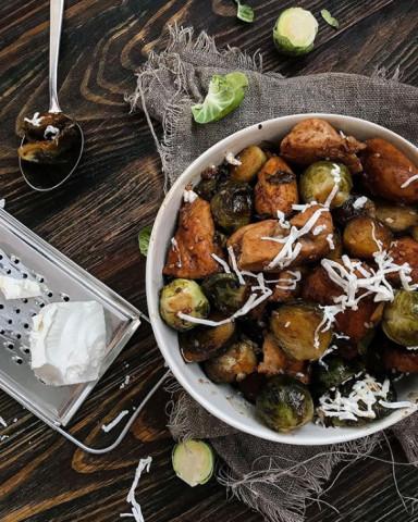 Брюссельская капуста с куриным филе в бальзамическом уксусе