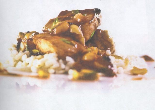 Жареная куриная грудка с арахисом