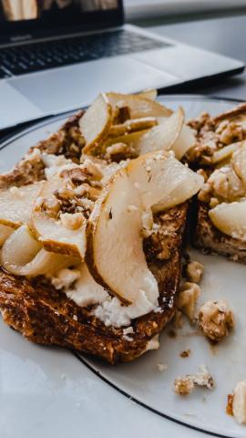 Французский тост с  грушей и рикоттой