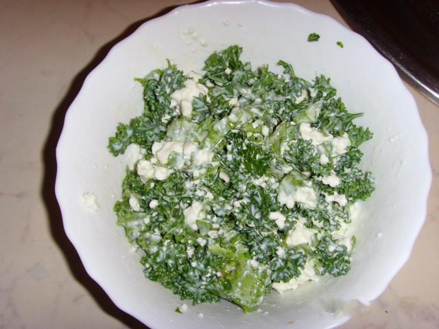 Салат из кабачков с творогом, яйцами и зеленью