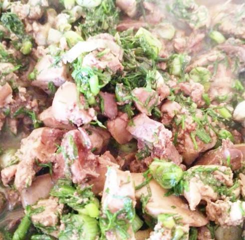 Куриная печень в зелени